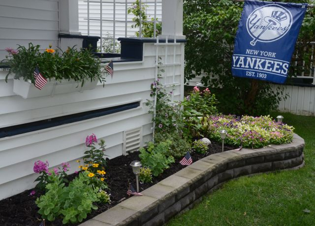 Jeff and Cindy's NY Yankee's themed house and garden