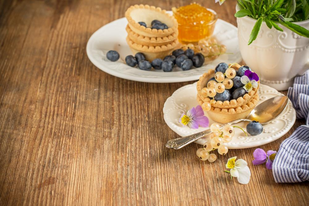 Tartlett with white currents and blueberries and johnny-jump-ups garnish