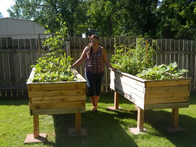 Build A Cheap Raised Bed From Pallets