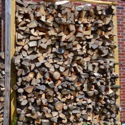 Easy to build DIY log rack to season & store firewood
