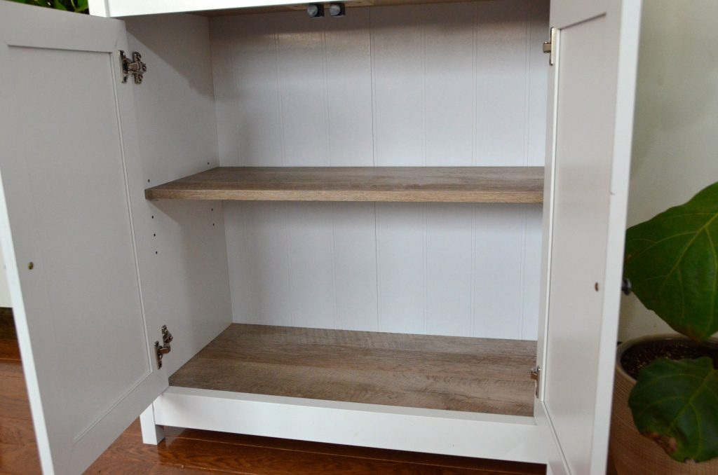 Bookshelf with adjustable shelves.