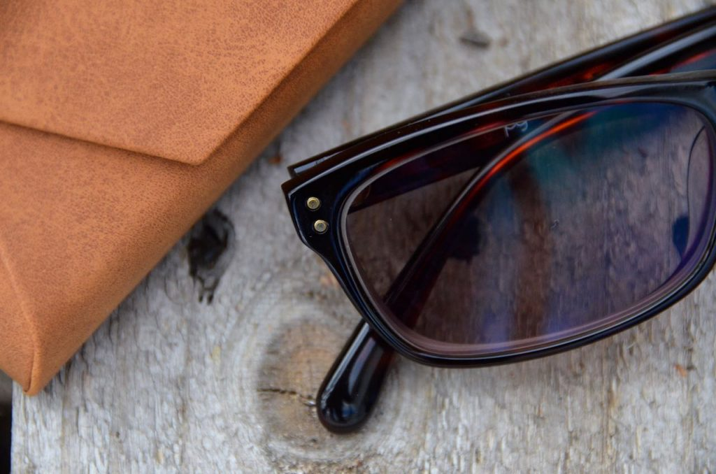 Brown rectangle frames are flattering to round faces