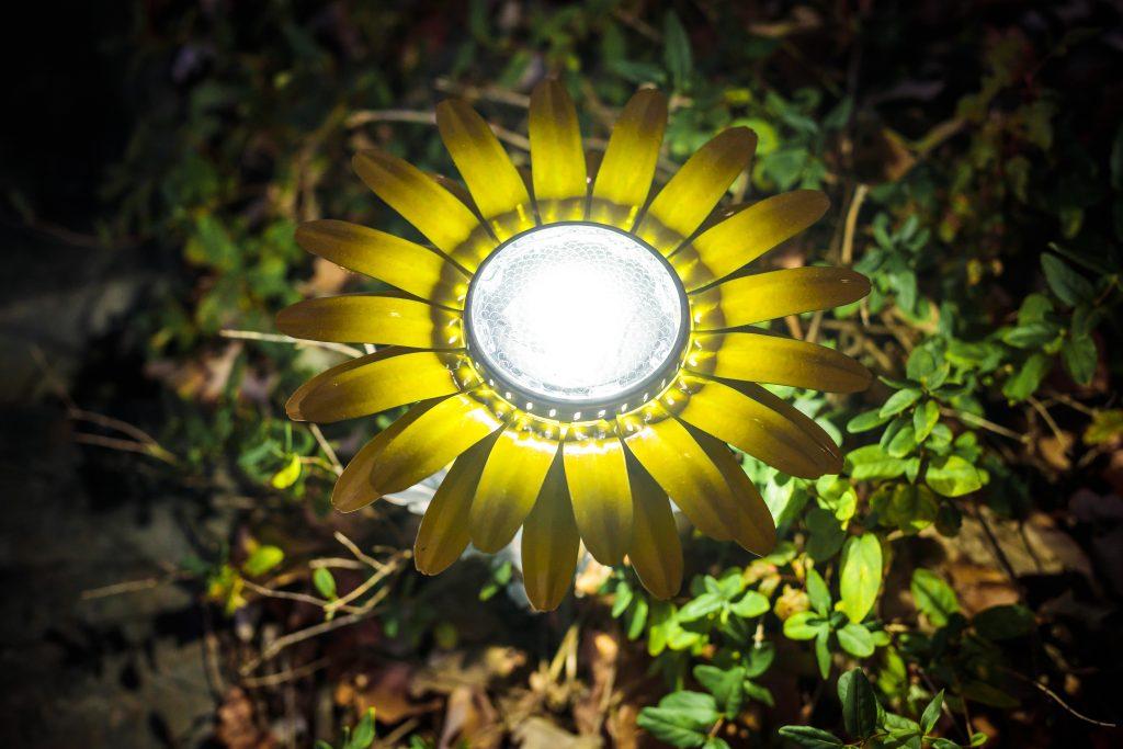 Yellow daisy solar light