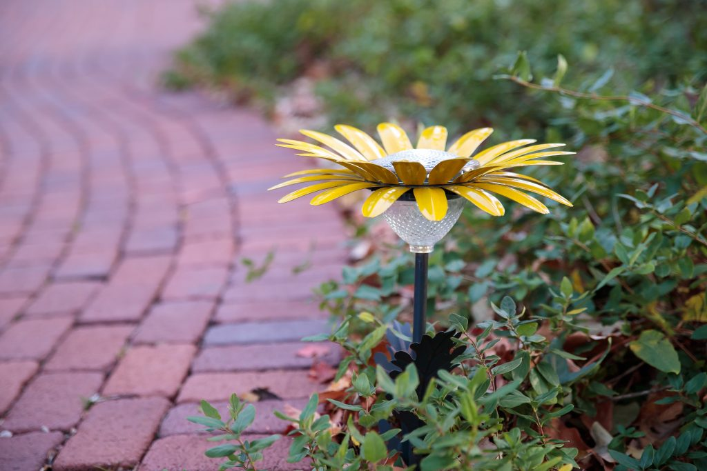 yellow daisy solar lights